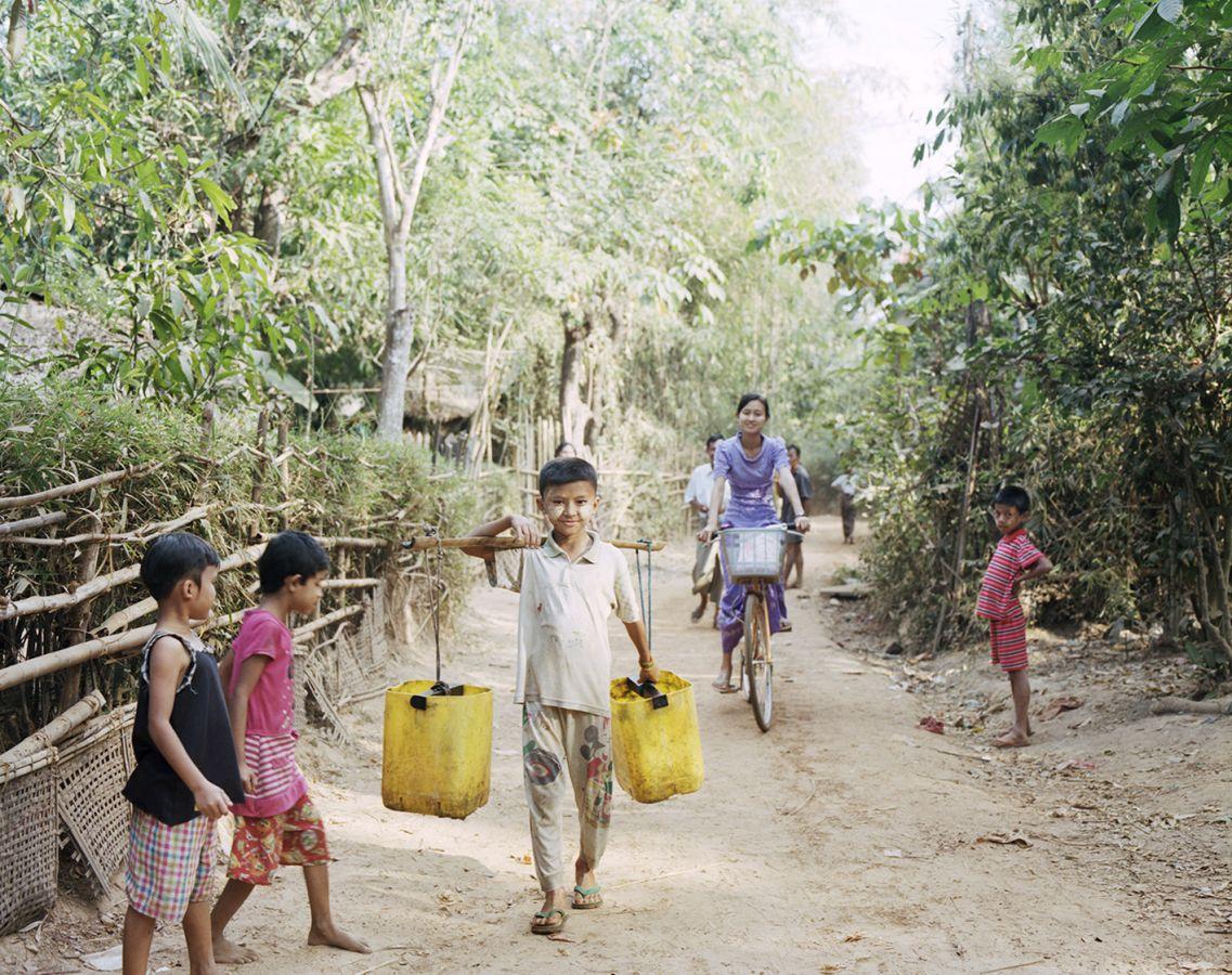 6_Film68_Bild3_Wassertragen